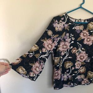 one clothing Tops - Bell Sleeved Floral Top